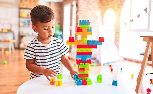 Quelle est l'importance des jeux éducatifs dans la vie des enfants?